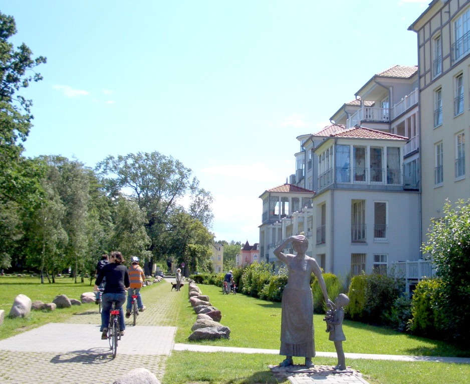west-balticpark-mit-statuen.jpg
